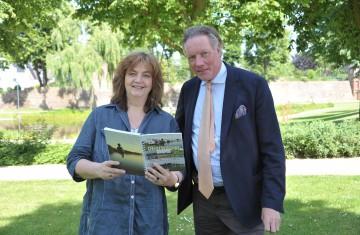 Das Unternehmen Holemans präsentiert Bücher zur Rohstoffgewinnung am Niederrhein.