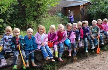 """Die Teunesen Sand und Kies GmbH hat den Außenspielplatz """"Matschkieselmann"""" für einen Kindergarten in Wachtendonk geplant und realisiert."""