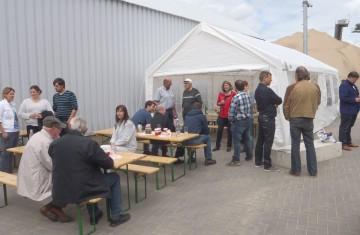 Die Teunesen Sand und Kies GmbH kommt auf diversen Veranstaltungen u. a. mit Kolpingsfamilie, Landvolk, Freiwilliger Feuerwehr und Parteien ins Gespräch.