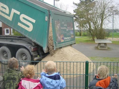 Kies- und Sandunternehmen vom Niederrhein sponsern über  2.000 Tonnen Sand an 160 Kindergärten